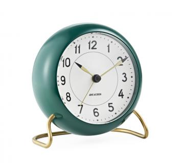 Arne Jacobsen Station racing-green