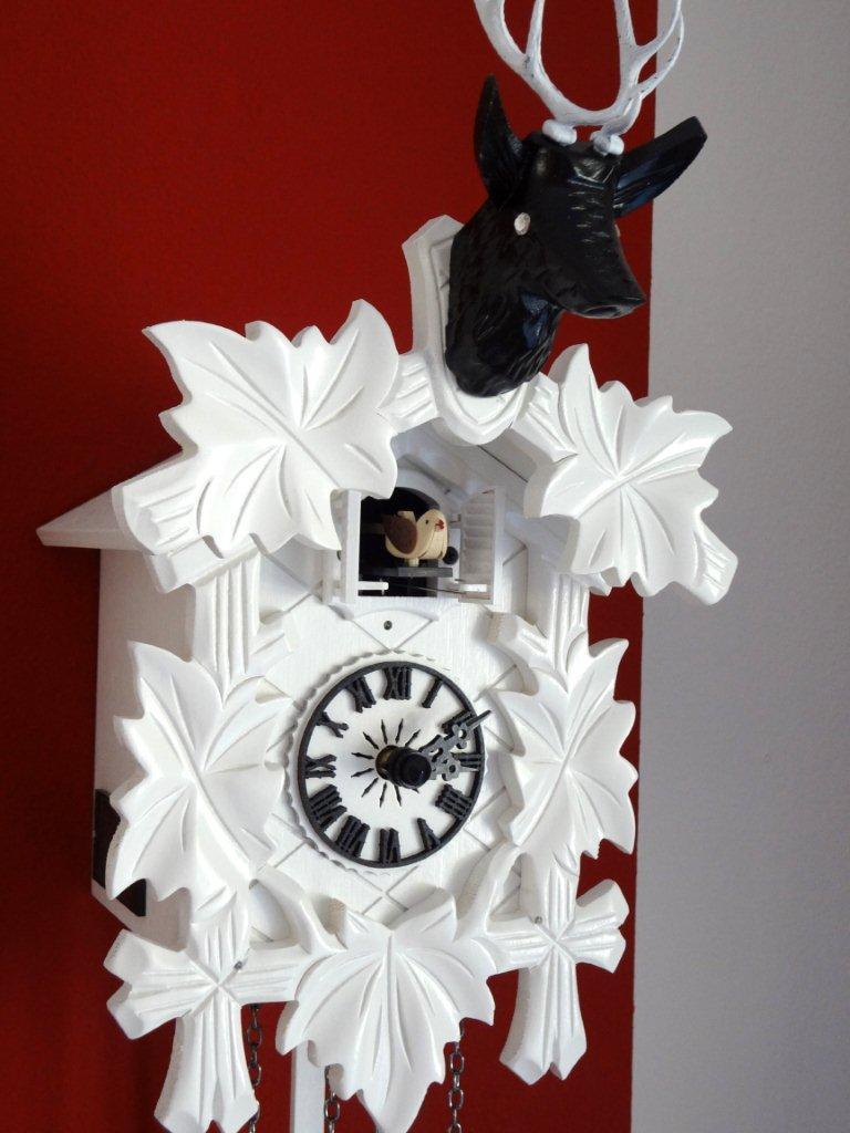 im uhrenshop kuckucksuhr wei hirschkopf swarovski kristalle g nstig kaufen. Black Bedroom Furniture Sets. Home Design Ideas